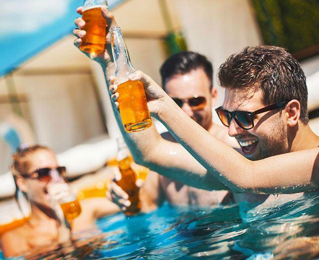 Outdoor Pool and Whirlpool Amenities at Daytona Beach Hotel